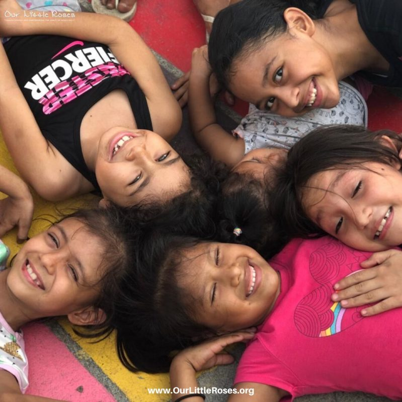 A group of Honduran girls smiling for a group photo
