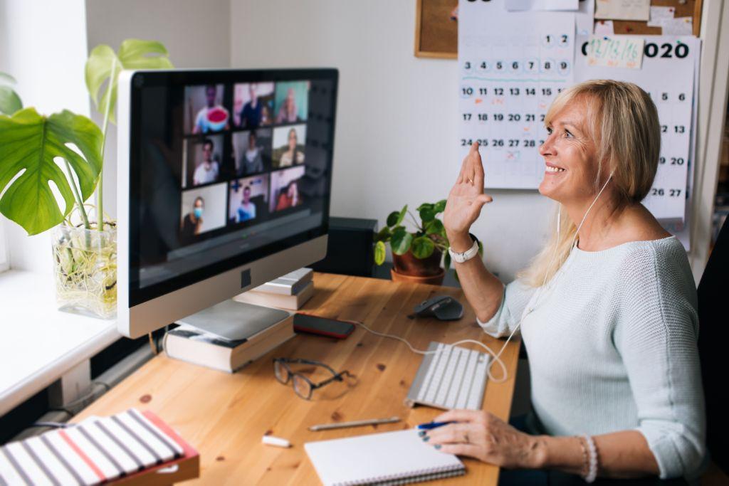 Volunteer online teacher raises her hand